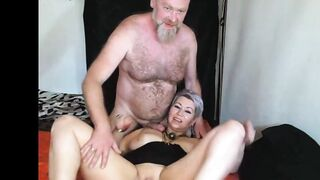 Bearded daddy widens mommy vagina lips in public show! Look at mama's snatch, son! ))