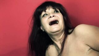Darksome haired woman knows how to properly suck rod until it explodes all over her face