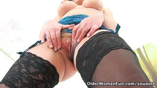 English mother i'd like to fuck Elegant Eve widens her fanny wide for us