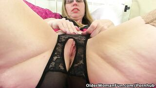 British mother I'd like to fuck Sammie Likes Dildoing her Dark Hole