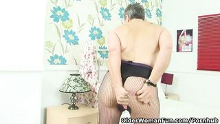 English Granny Savana Likes a Wonderful Vibrator Screw