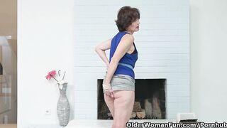 Euro mother I'd like to fuck Alice Sharp Fingers and Slaps her old Snatch