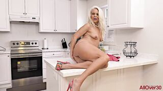 Jynn Daor is a older golden-haired housewife who not ever skips an opportunity to masturbate in the kitchen