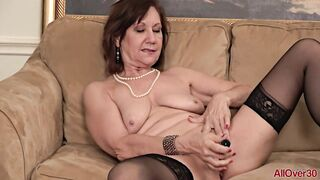 Lynn is a ribald minded, older woman who loves to demonstrate her masturbation routine on the bed