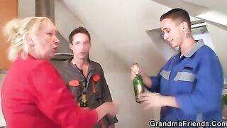 GRANDMA ALLIES - 2 repairmen screw breasty grandma from the one and the other ends - clip 1