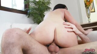 Jayden Jaymes is cheating on her spouse during the time that at work and screaming from enjoyment whilst cumming
